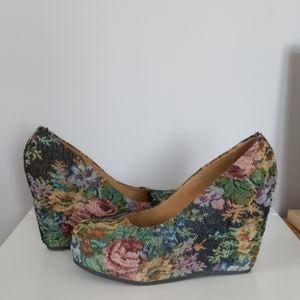 Embroidered Aldo Wedges. Size 9